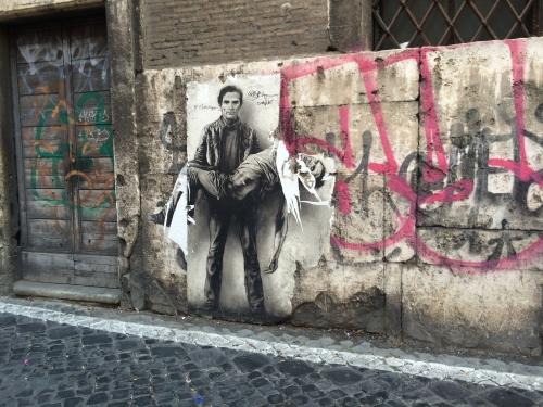 Ernest Pignon-Ernest  Pasolini portant sa propre dépouille  prise à quelques pas de Campo dei Fiori, Roma par Pierre Aurélien delabre..jpg